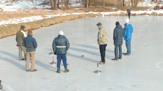 Stockschießen auf dem Eisweiher
