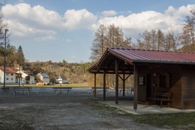 Sommerblockhütte und Sommerstockbahnen